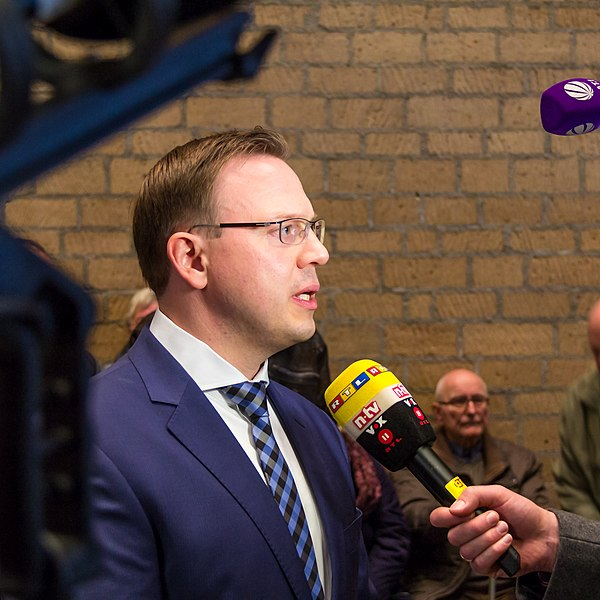 File:OB-Wahl Köln 2015, Wahlabend im Rathaus-0998.jpg