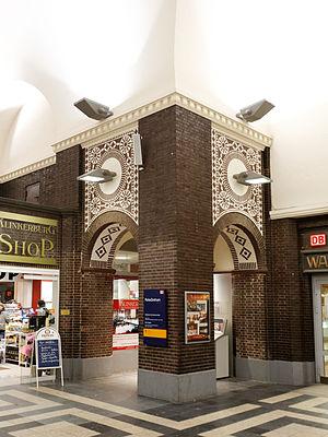 Oldenburg (Oldenburg) Hauptbahnhof - Inside the station