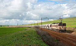 ONCF E 1100 with empty phosphate train near Tamdrost.jpg