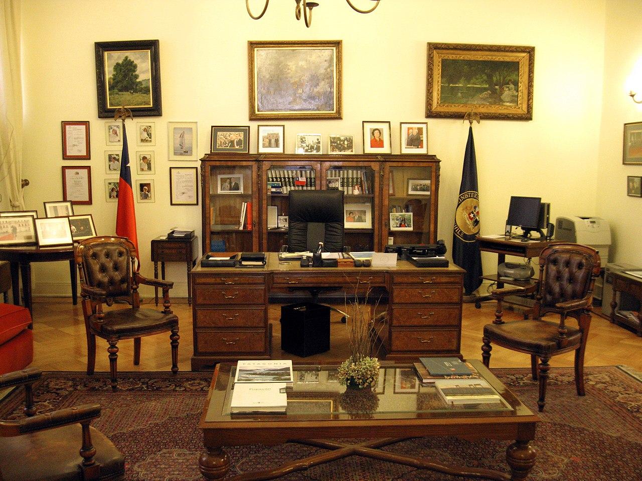 File oficina ministro del interior wikimedia for Foto del ministro del interior