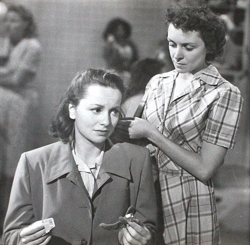 Olivia de Havilland e Katherine Locke em cena do filme