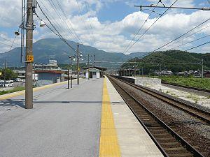 Ōmi-Nagaoka Station - Image: Omi Nagaoka Station up platform 20070817
