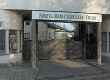 Questa immagine ha l'attributo alt vuoto; il nome del file è 220px-Oskar_Schindler_enamel_factory_in_Krak%C3%B3w.jpg
