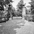 Overzicht toegangshek aan de Bezuidenhoutseweg - 's-Gravenhage - 20086864 - RCE.jpg