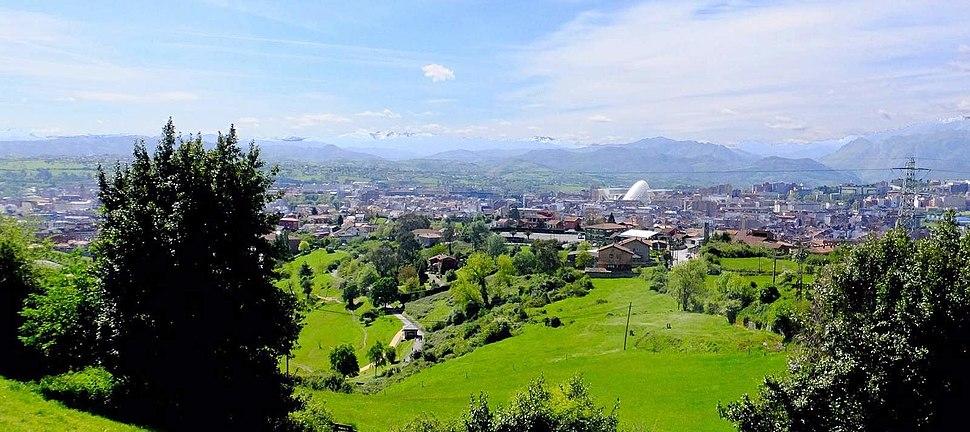 Panorámica de Oviedo desde o monte Naranco