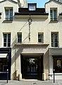 P1040306 Paris VIII rue Boissy-d'Anglas n°24 entrée du village royal rwk.JPG