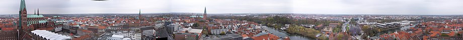 920px-Panorama_L%C3%BCbeck.jpg