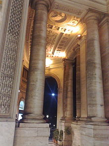 Particolare del soffitto dell'ingresso principale