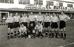 Partido entre la Real Sociedad y el Atlético de Bilbao en el Estadio de  Atocha (1944). cc43af5cce11d