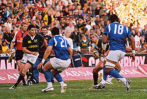 Percy Montgomery - Percy Montgomery running the ball for the Springboks against Samoa in 2007, with Jaque Fourie supporting on the outside.