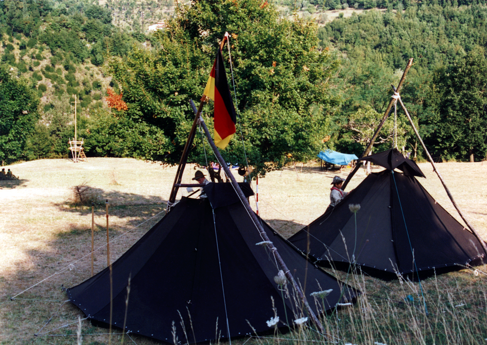 Pfadfinderstamm Ägypten, Internationales Sommerlager (AGESCI – KPE – MCsSz) bei Arlia nahe Fivizzano, Toskana, Italien, 1993 - Blick über den Lagerplatz