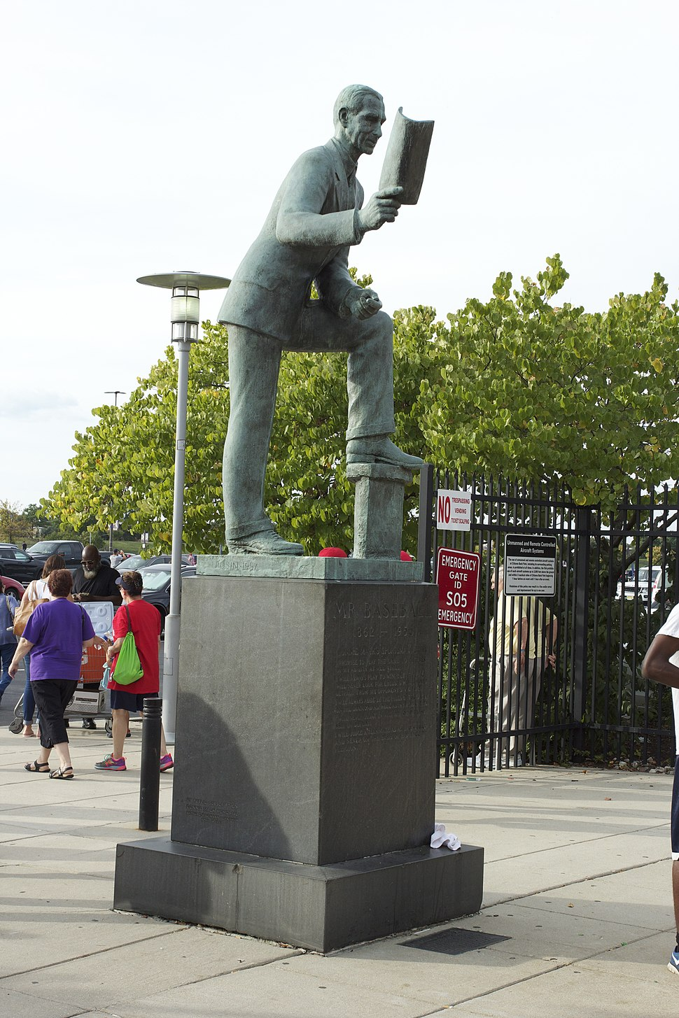 Philadelphia Sports Statues 01