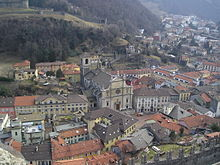 Vista invernale della Collegiata dei Santi Pietro e Stefano e del centro storico dall'alto del Castelgrande