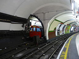 Piccadilly Circus - Bakerloo crossover 01