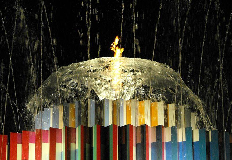פסל  אש - מים - יעקב אגם