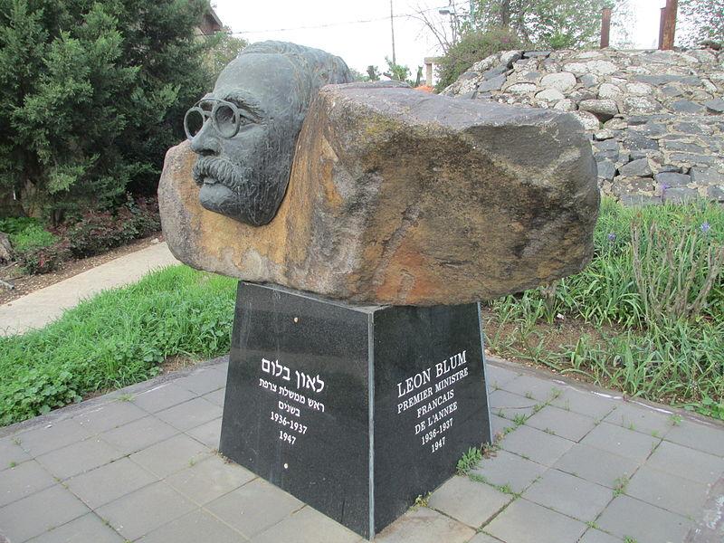 אנדרטת לאון בלום בכפר בלום