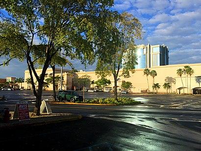 banco popular plaza las americas horario