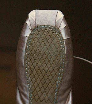 Pointe shoe - The sole is thin and covers only part of the bottom of the pointe shoe so as to remain inconspicuous.