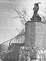 Pomnik Syreny przy Wieży Marszałkowskiej.jpg