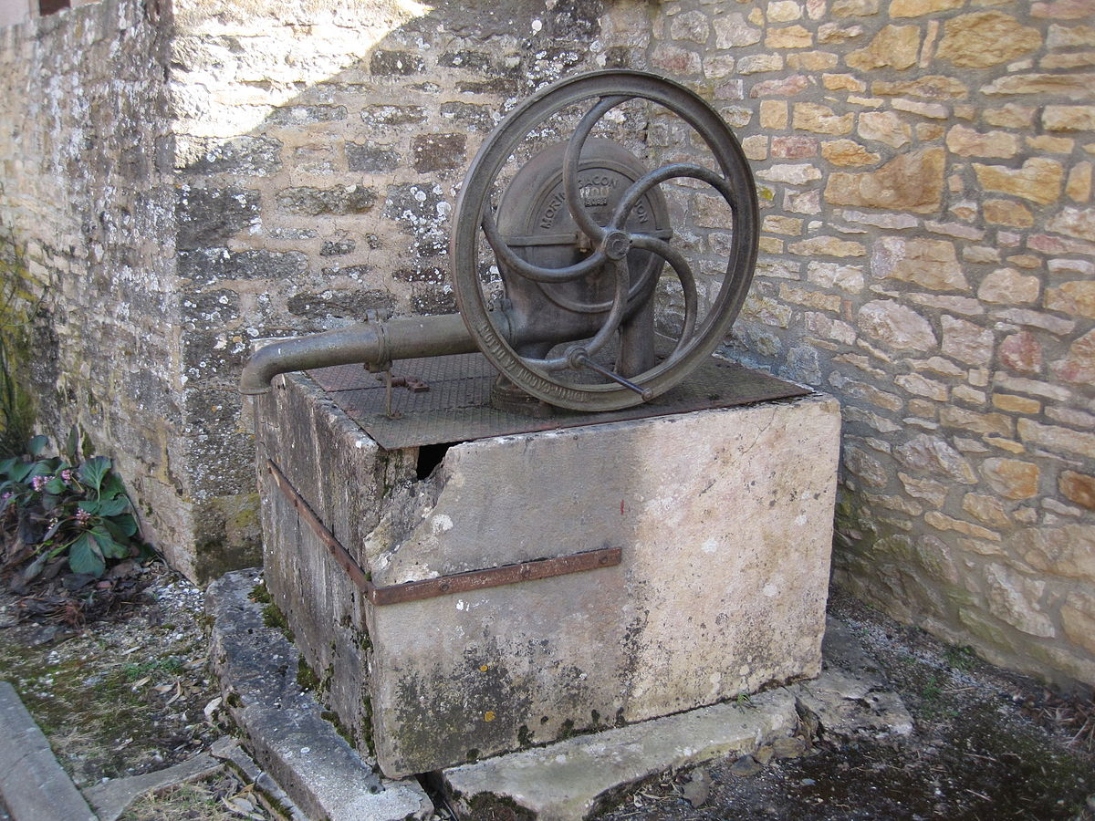 fontaine murale fonte