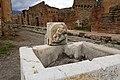 Pompei, fontana nella regio VI.jpg