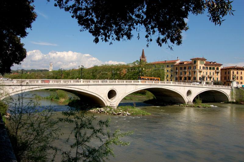 File:Ponte della Vittoria.jpg