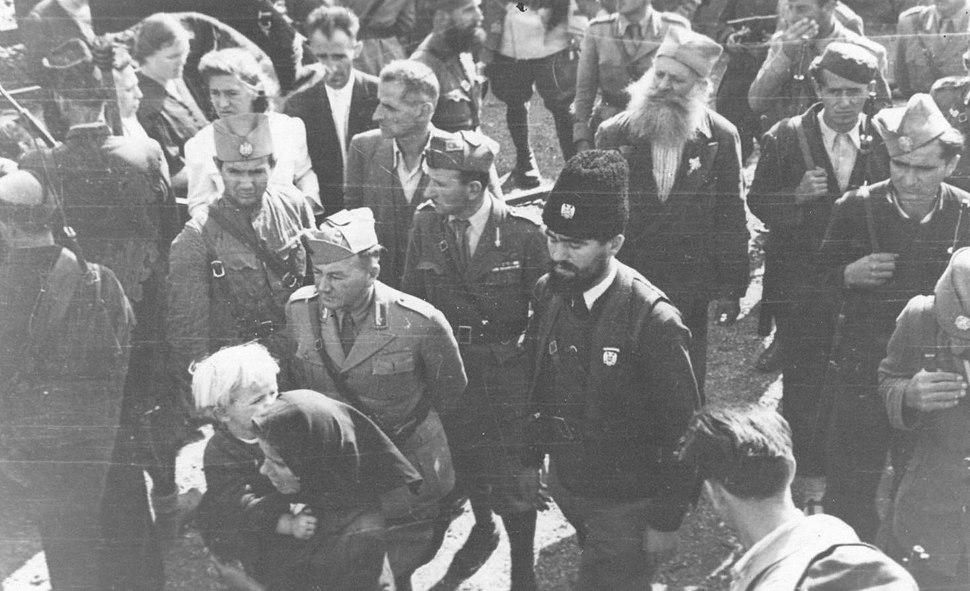 Pop Djujić with chetniks and Italians