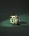 Porslin. Krämkopp med lock - Hallwylska museet - 30929.tif