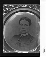 Portrait photograph of Miss Sara Keeley's sister 1908 (3191776421).jpg