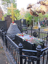 Post-2009 gravesite of Nikolai Gogol in Novodevichy Cemetery, Moscow, Russia.jpg