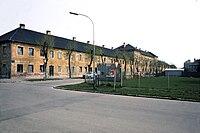 Pottendorf,-ehem.-Arbeiterwohnhaus,--Henneberplatz-4-11-(um-1980).jpg