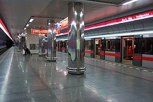 Ládví (Prague Metro) - Platform at Ládví