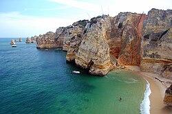 Praia da Dona Ana cliffs.jpg