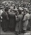 Prins Bernhard staat de pers te woord in Wageningen na de capitulatie van het Du, Bestanddeelnr 021-0284.jpg