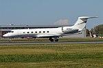 Private, N818LF, Gulfstream G550 (43427292245).jpg