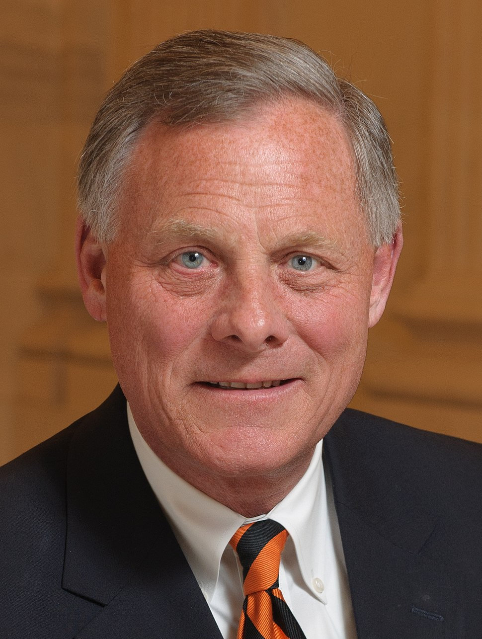 Richard Burr official portrait (cropped)
