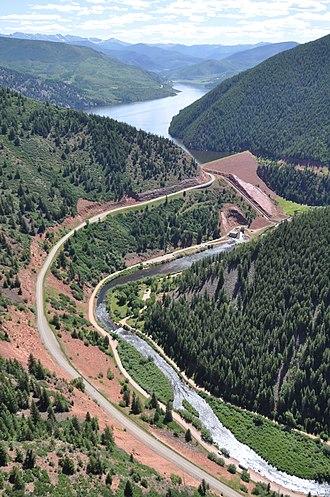 Ruedi Reservoir - Image: Ruedi Reservoir, dam and the Fryingpan River corridor near Basalt, Colo