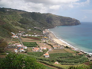 Almagreira (Vila do Porto) - The village of Praia Formoso, on the southern coast of Almagreira; a resort and tourist center during the summer, attractive for its long white sand beach