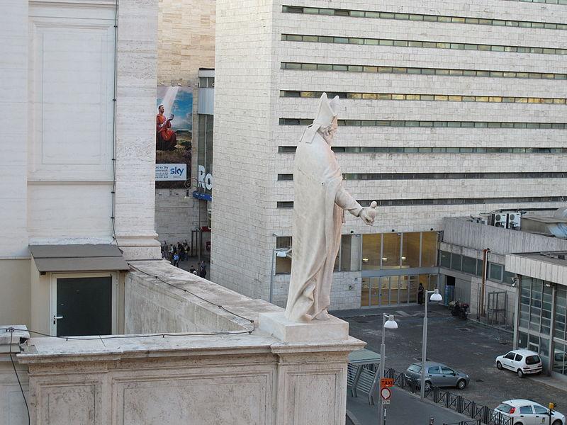 Sacro Cuore di Gesù (Rome), statue.JPG