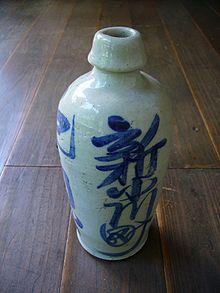 Саке (Японската Ракия) 220px-Sake-bottle%2Cbinbou-tokkuri%2Cjapan