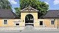 Schloss_Hirschstetten_Portal.JPG