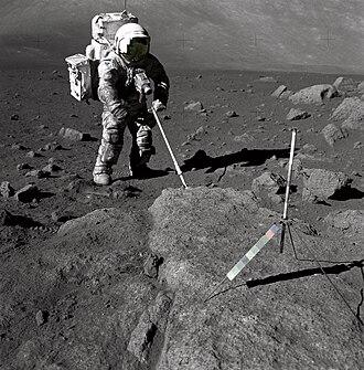 Геолог Х. Шмитт на Луне