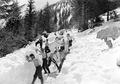 Schwieriges Schneeräumen im Tiefschnee - CH-BAR - 3239533.tif