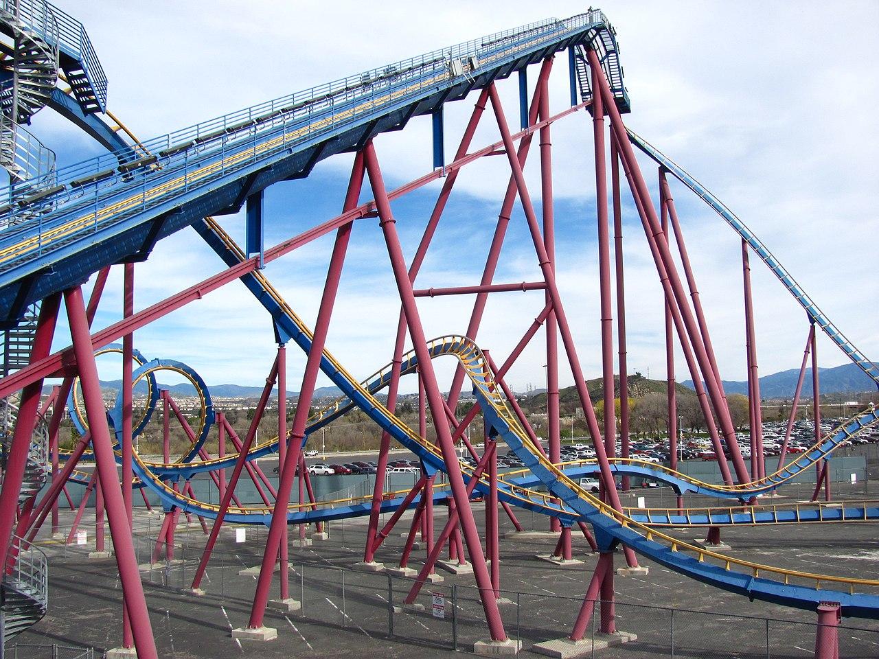 1280px-Scream_lift_hill.jpg