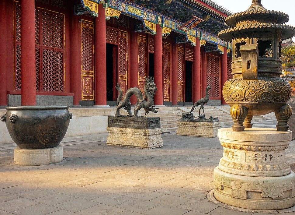 Sculptures at the Hall of Benevolence and Longevity
