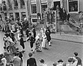 Serie Bezoek van koningin Juliana en prins Bernhard aan Friesland. Dansgroep in, Bestanddeelnr 904-2122.jpg