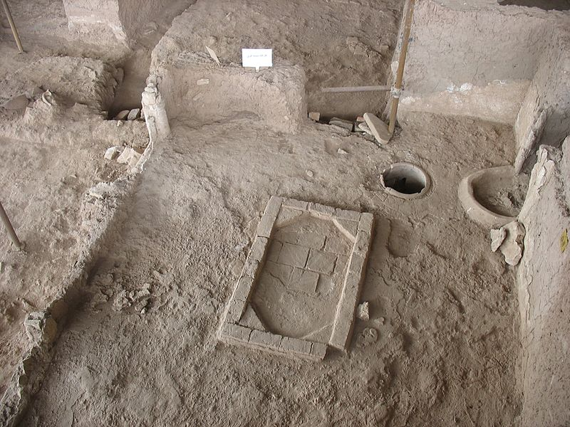 پرونده:Shadiyakh excavation kaargaahe shishegari.jpg