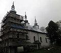 Smolnik, cerkiew pw. św. Mikołaja, ob. kościół rzym.-kat. w deszczu.JPG