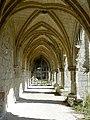 Soissons (02), abbaye Saint-Jean-des-Vignes, cloître gothique, galerie ouest, vue vers le nord 4.jpg