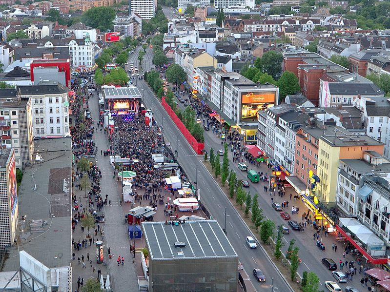 Datei:Spielbudenplatz Hamburg St. Pauli.jpg